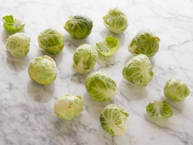 Брюссельская капуста 12 кочанчиков = 100 калорий