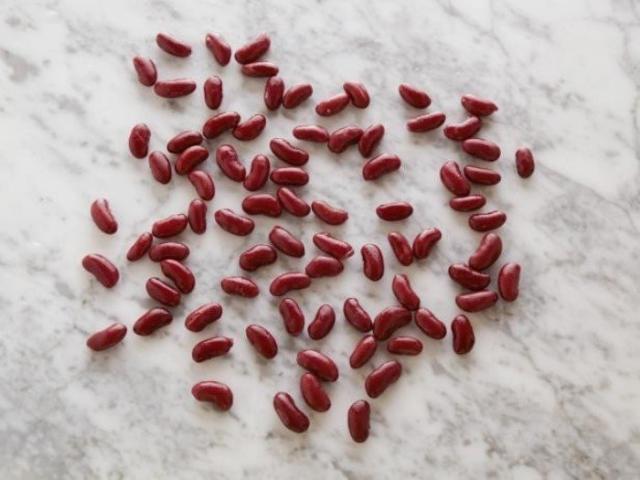Красная фасоль (консервированная) 82 штуки = 100 калорий