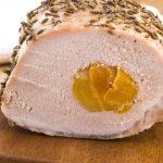 Рецепт Рулет из свинины с курагой и розмарином
