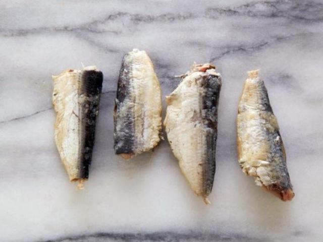 Сардины 4 консервированные в масле, высушенные = 100 калорий