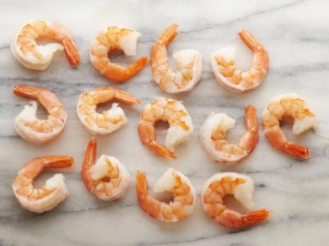 Креветки (на пару или отварные) 13 крупных = 100 калорий