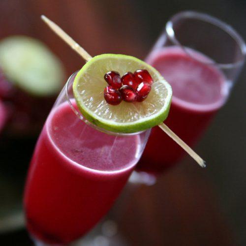 На фото Кампари с соком грейпфрута и граната