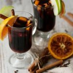 Рецепт Глинтвейн с порто, лимонной цедрой и мускатным орехом