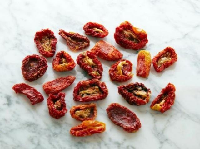 Вяленые помидоры 20 штук = 100 калорий