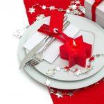 Сервировка новогоднего стола: идеи декора свечами