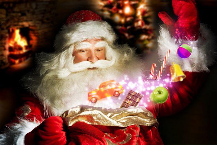 На фото День заказов подарков и написания писем Деду Морозу
