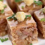 Рецепт Праздничный студень из свиных ножек