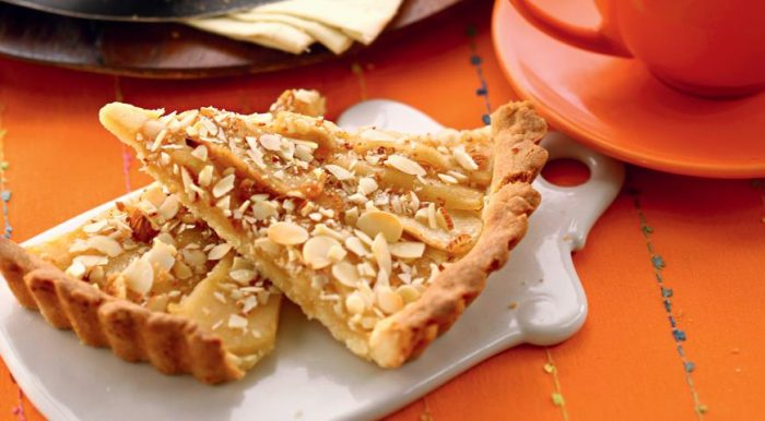 На фото Бабушкин яблочный пирог пошагово
