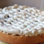 Рецепт Необычайно вкусный пирог с вишней, лаймом и безе на оливковом масле