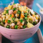 Рецепт Вкусный новогодний салат Оливье