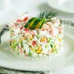 Рецепт Салат с крабовыми палочками и кукурузой классический