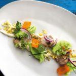 Простой салат из печени трески консервированной