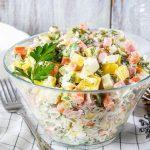 Рецепт Классический салат Оливье с солеными огурцами
