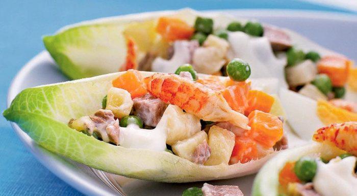 На фото Особенный салат Оливье с мясом