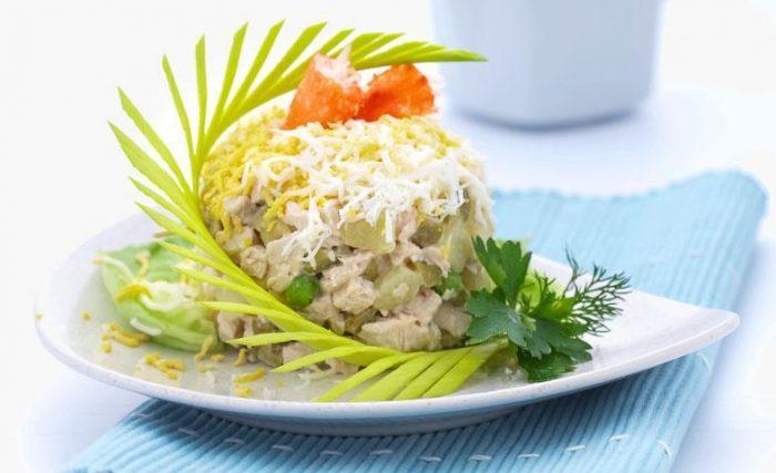 На фото Очень вкусный салат «Столичный» (пошаговый вариант)
