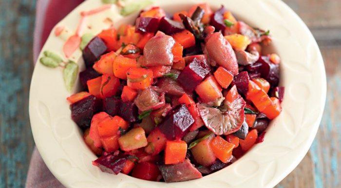 На фото Вегетарианский винегрет с маслом