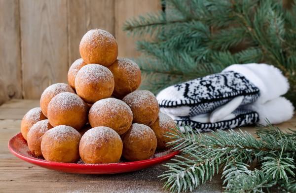 На фото Рождественские пончики
