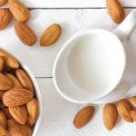 Кулинарный тренд: миндальное молоко