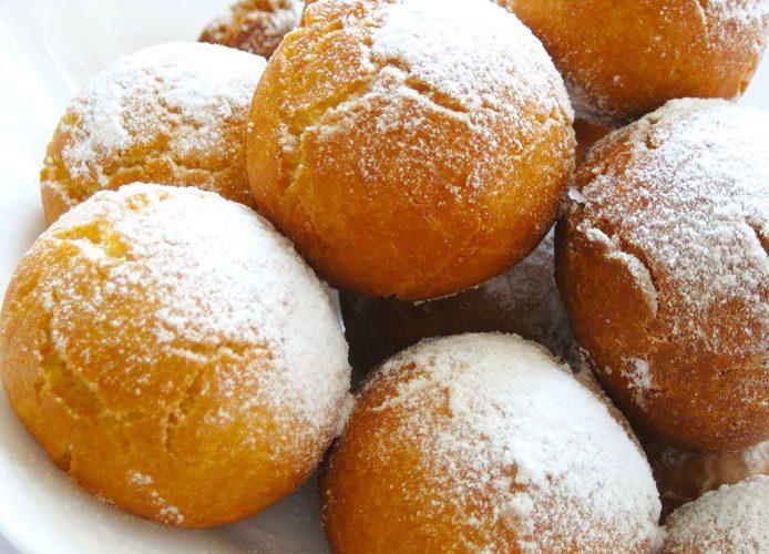 На фото Заварные пончики без яиц