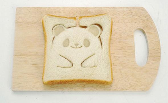 На фото Этот Teddy-Bear штамп для хлеба сделает ваш завтрак невероятно милым