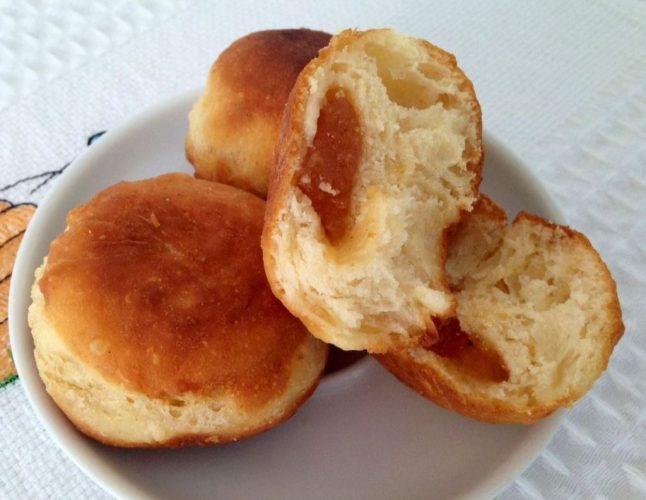 На фото Самые вкусные пончики на хануку