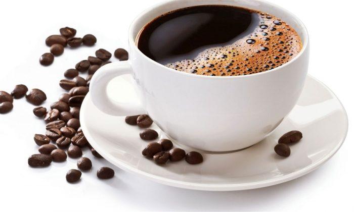 На фото Людям среднего возраста нельзя пить кофе после полудня