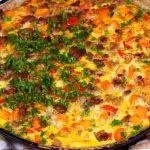 Картофельная пицца с помидорами и беконом