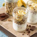 Рецепт Йогурт с гранолой и бананами