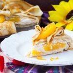 Блинный торт с апельсинами и сливочным кремом