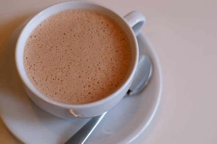 На фото Какао с молоком
