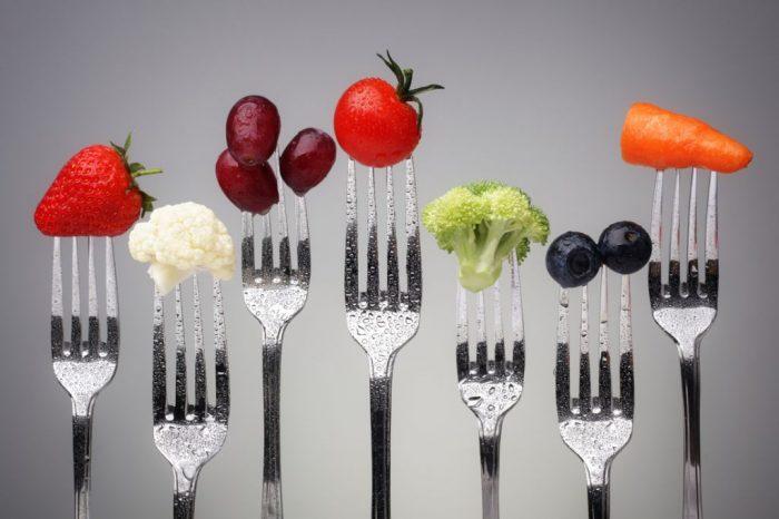 На фото Топ 13 продуктов, которые можно есть в любом количестве и не толстеть + калькулятор