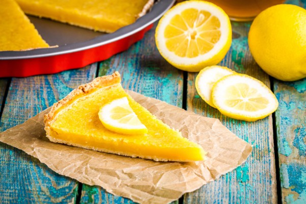 На фото Простой лимонный тарт
