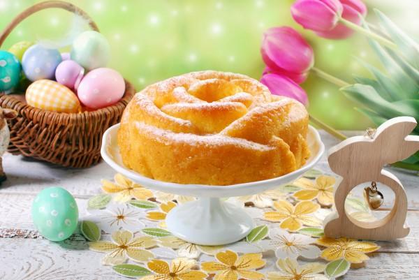 На фото Пасхальный кекс в виде розы