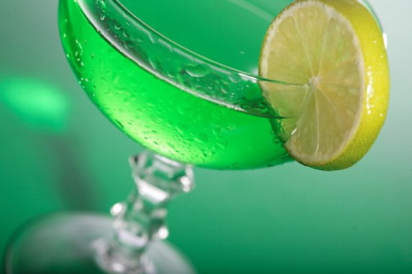 На фото Зеленый коктейль