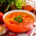 Постный томатный суп с чечевицей и овощами